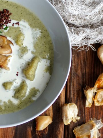 Creamy vegetable soup filled with kale, cauliflower and potatoes.