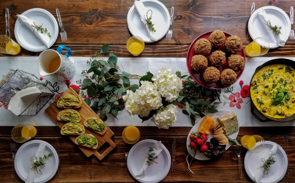 brunch, eggs, tablescape